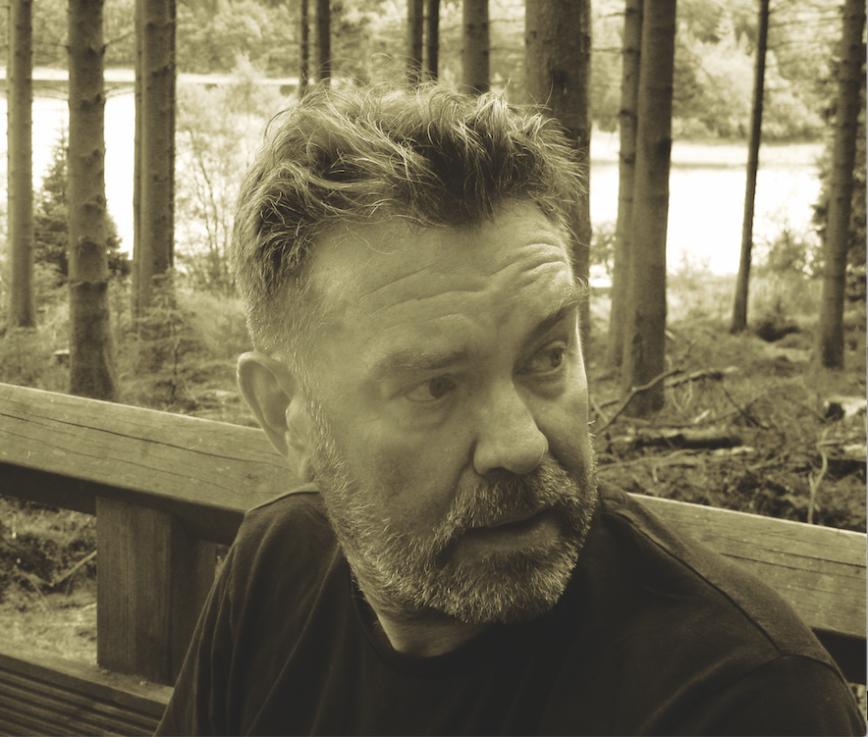 Long Live Vinyl talks to Vaughan Oliver